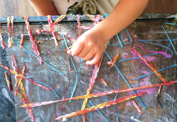 Have you ever wondered about the Reggio Approach to learning and how it works in the art studio? This is a great resource.